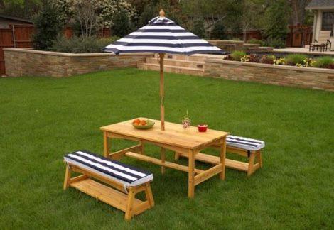 kerti asztal  napernyővel és két pad, kidkraft kerti bútor
